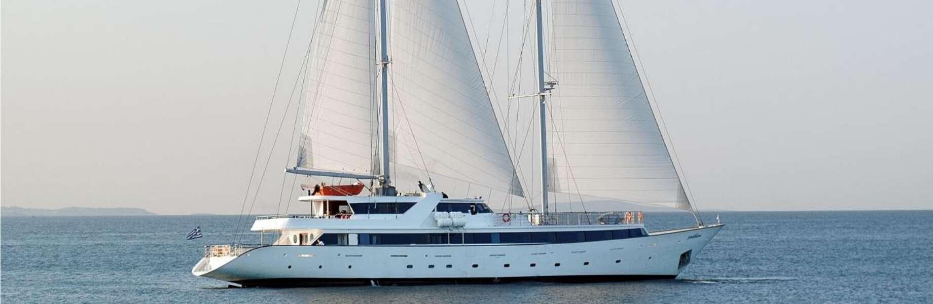 Indonesia Island Cruise